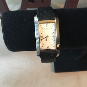 PRE-LOVED AUTHENTIC BURBERRY NOVA LEATHER WATCH